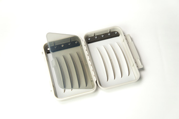 C&F Medium Magnetic WP Fly Case (CF-2255V)